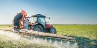 Auf Dem Feld Pestizide Verspruehen 1600x930 8 33124 324x160