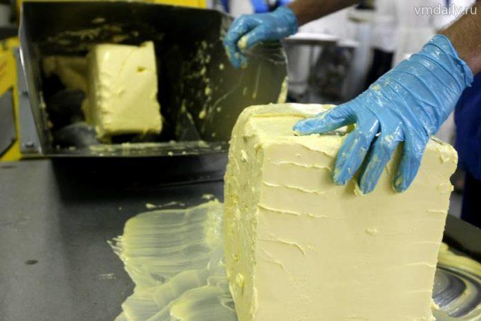 Making Butter 02 696x465