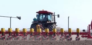 Tractors With Sowing Machine Planting Seeds Rpxtvid3fg Thumbnail Full01 324x160