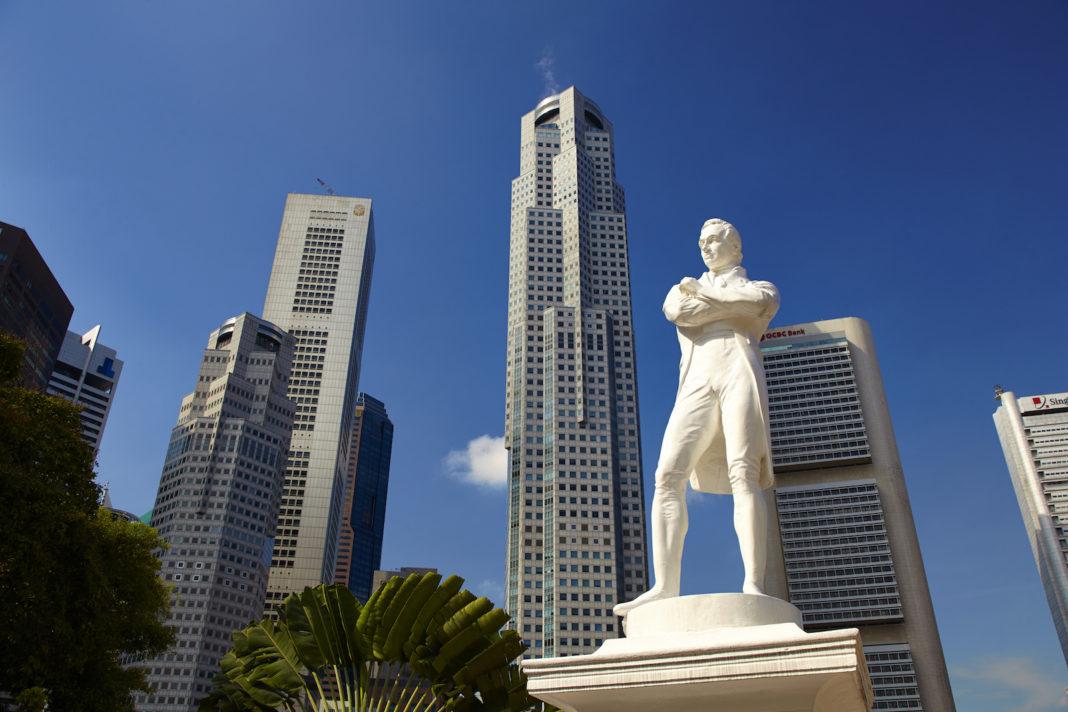 Singapore Stamford Raffles Statue Wikimedia Commons Simon Bradfield 1068x712