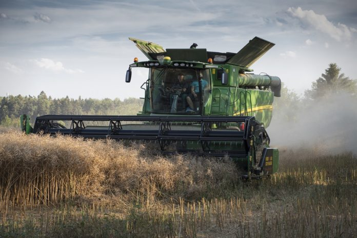 Mowing For A Combine Investing In Agricultural Machinery Foreign Farmers Save Up To 100 Ha Compared With Ukrainians