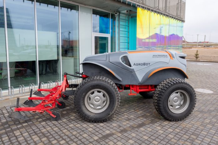 Mini For Maxi The Nearest Future Is The 100 Horsepower Robot Tractor Per Every 300 Hectares