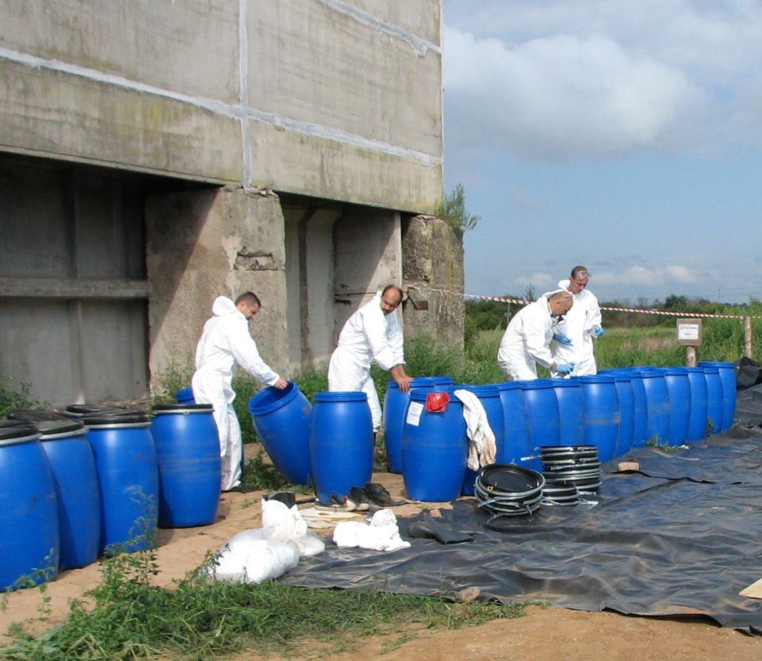 Kologisch Praktisch Gut Near Kiev The Germans Begin To Process The Pesticides Containers
