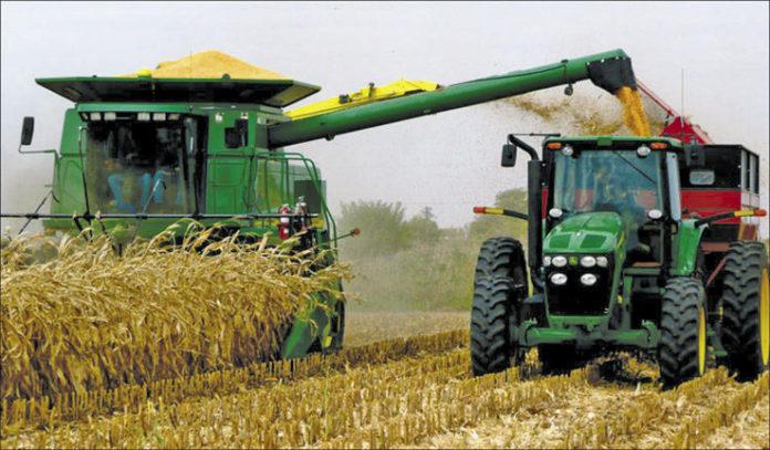 Harvesting Corn Iowa Opt 696x407